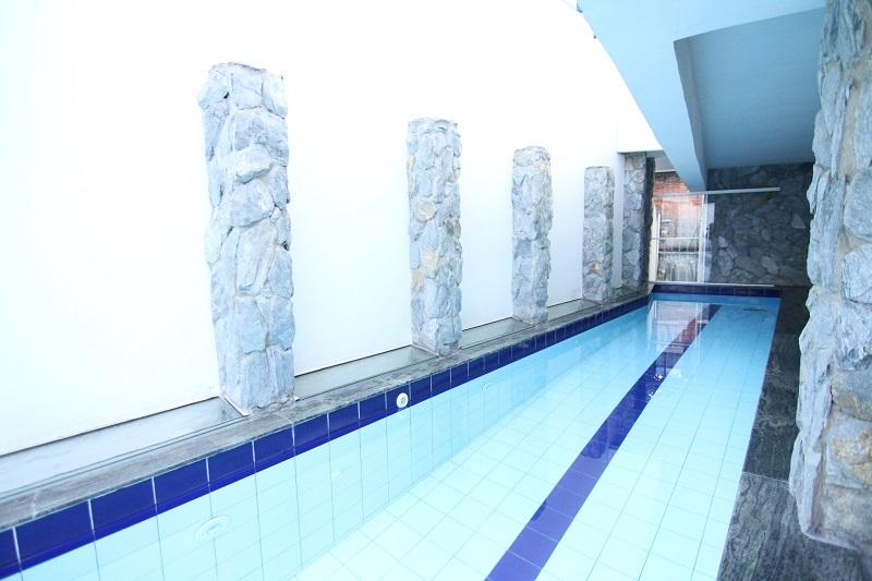 Em Diamantina, a piscina da Pousada é ponto de encontro para os hóspedes
